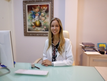 A médica dermatologista Dra. Graziela Castro Ribeiro do Valle : ?É necessário saber qual o tipo de queda de cabelo a pessoa está tendo, se é uma alopecia androgenética, alopecia areata ou eflúvio, além de outros tipos... O diagnóstico correto leva ao melhor tratamento.?