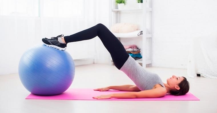 EXERCÍCIOS DE KEGEL Exercícios de Kegel, importante para homens e mulheres, estes exercícios ajudam a fortalecer a região pélvica. Conforme a pesquisa de Harvard, a forma correta de fazê-los é comprimir os músculos usados para segurar a urina ou os gases durante 2 a 3 segundos, soltar e repetir por 10 vezes, de 4 a 5 vezes ao dia, mas a quantidade excessiva desses exercícios podem levar ao enfraquecimento muscular da região pélvica.