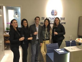 Wanessa - Secretária,  Daniela - Enfermeira,  Dr. Alexandre, Dra. Liana e Lucylene - Auxiliar Administrativa.