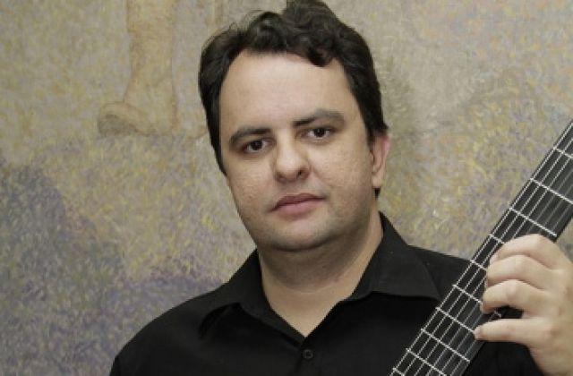 O violonista clássico passense Celso Faria apresenta um ciclo de entrevistas com renomados convidados