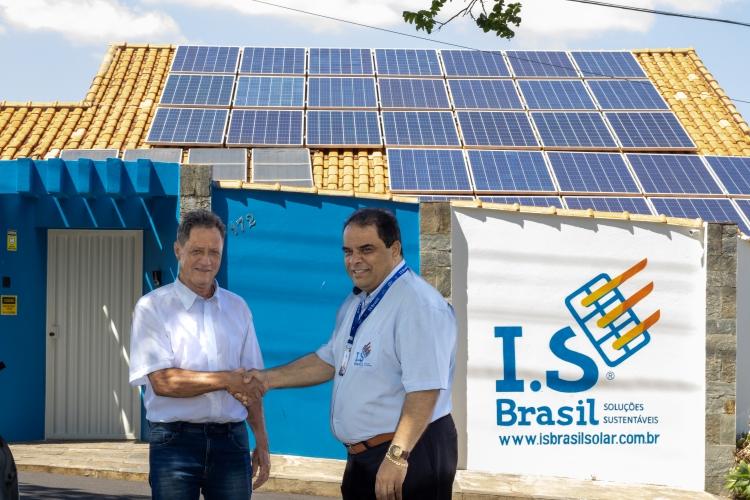 Lázaro Antônio da Silva (Lázaro do Ganchinho) e Ivan Siqueira na sede da I.S Brasil.