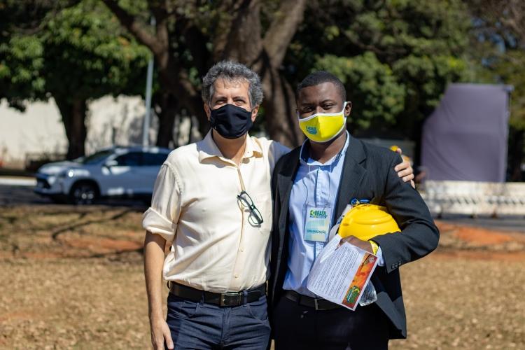 A I.S Brasil esteve presente no manifesto em prol da energia solar.