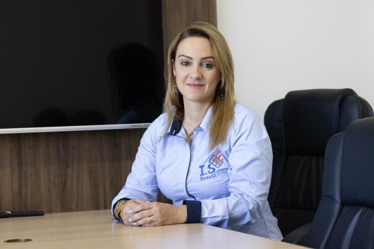 Lilian Fernandes, gestora de recursos humanos e T&D na I.S Brasil Solar.