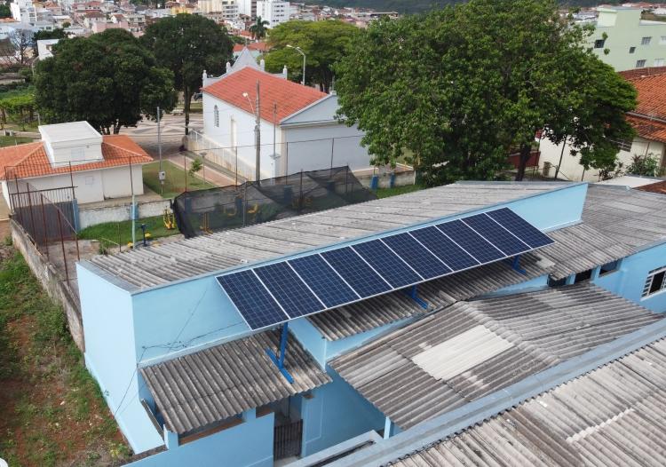 Usina fotovoltaica da APAE de Alpinópolis/MG.