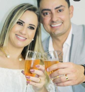 Os noivos.
