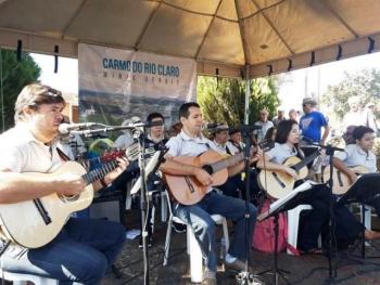 A Orquestra de Violeiros de Piracicaba (SP) se apresentou em julho,na Feira de Agricultura Familiar.