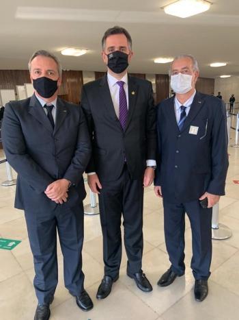 Presidente da AMIRT, Luciano Pimenta, presidente do Senado, Rodrigo Pacheco, e o vice-presidente da AMIRT, Mayrinck J�nior.