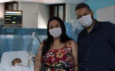 Equipe multi organiza batizado para bebê Pedro Miguel, paciente da UTI Neonatal da Santa Casa de Passos